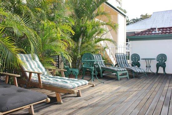 Toowong Central Motel Apartments: Sun deck