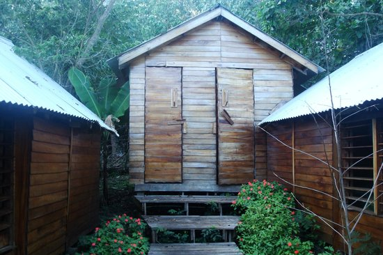 Ovava Tree Lodge : The out house (some fales have direct on-suites). These were individual for each room and very c