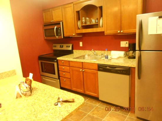 Residence Inn Louisville East: Kitchen