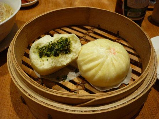Din Tai Fung (Fuxing Branch): 野菜マン(肉まんは売り切れだった、残念!)