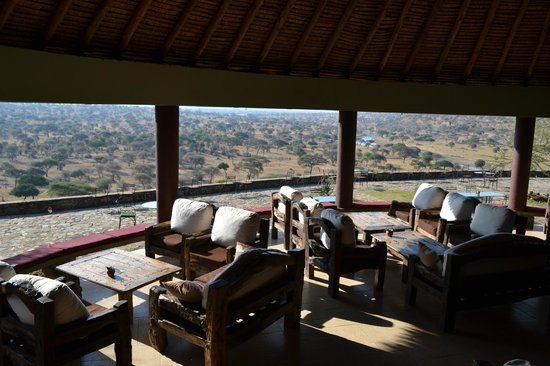 Tarangire Safari Lodge: Lounge area looking out at the view