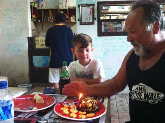 Daniel's Coffee Corner: the BEST banana pancakes on the Island!