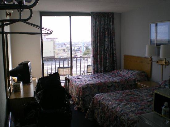 Newport Beach Resort: Balcony off from bedroom