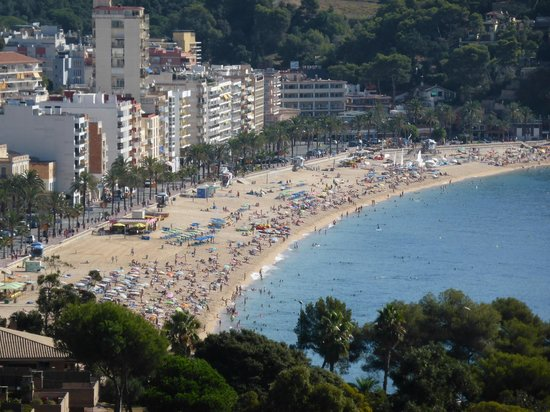 Castell de Sant Joan (Sant Joan Castle) : View of main Lloret beach