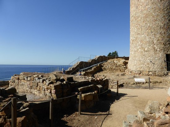 Castell de Sant Joan (Sant Joan Castle) : Ruins