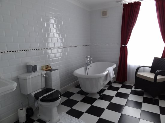 Canterbury Hotel: Bathroom