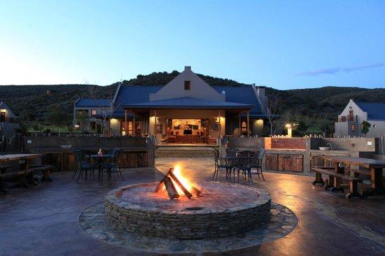 Madi-Madi Karoo Safari Lodge: Main lodge exterior and boma area