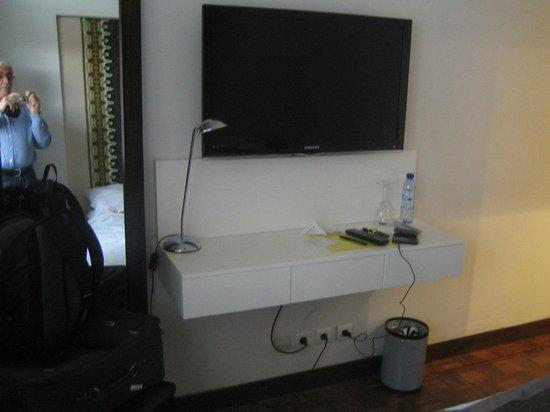 Hotel Tivoli Beira: Big TV