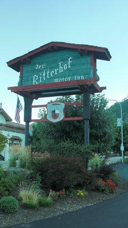 Der Ritterhof Motor Inn: Der Ritterhof Signage from street front