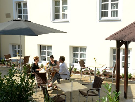 Klassik Hotel am Tor: Frühstücksterrasse