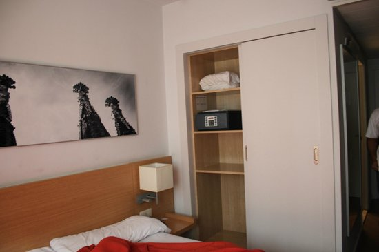 Hotel Sagrada Familia : double room facing the street