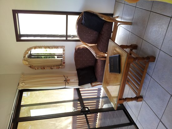 Castaway Resort: Sitting area - room 11