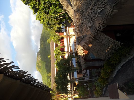 Castaway Resort: View from balcony over restaurant and pool (from room 11)