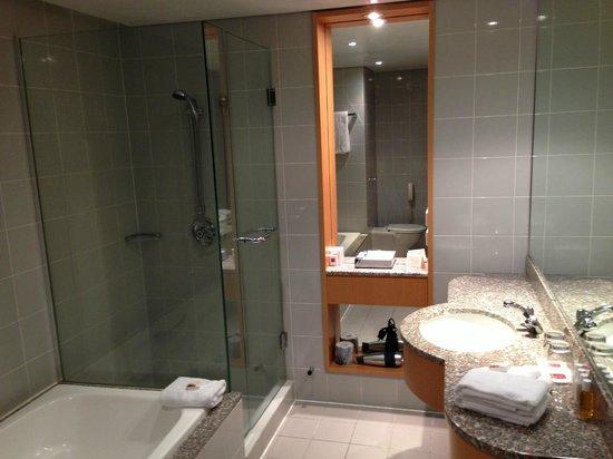 Grand Millennium Auckland: Bathroom