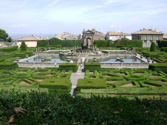 Bagnaia, Italy: Giardino e fontana delle Peschiere