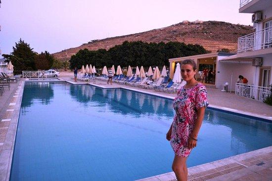 Nicolas Village : Бассейн возле отеля