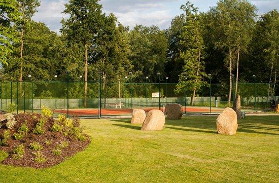 Motel Dlouha Louka: Tennis court