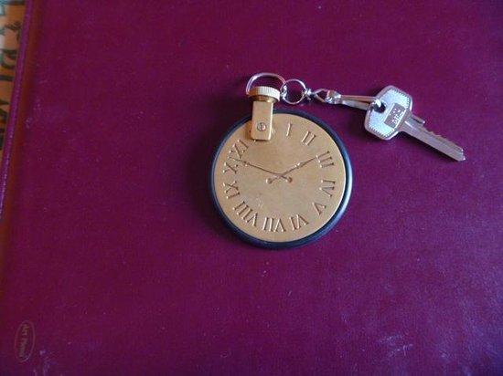 Art Hotel Orologio: ホテル(オロロージョ)の名に因んだ時計型の鍵
