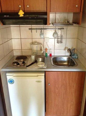Koukias Apartments: Kitchen