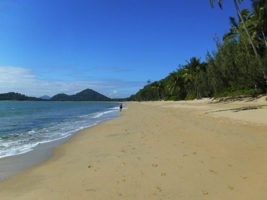Agincourt Beachfront Apartments: Clifton Beach to Palm Cove