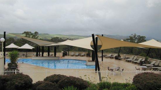 Novotel Barossa Valley Resort: Pool area with stunning views