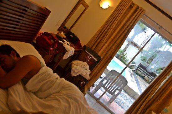 Beachcomber Resort Boracay: our room was near the pool..