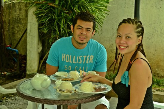 Beachcomber Resort Boracay: We requested to have our early breakfast outside just beside their pool..