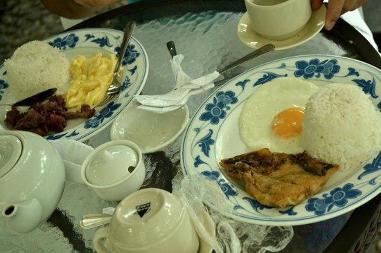 Beachcomber Resort Boracay: our set of breakfast