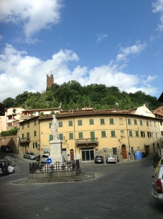 Walking To San Miniato: One of the little piazzas