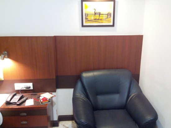 Amantra Comfort Hotel : sofa sitting
