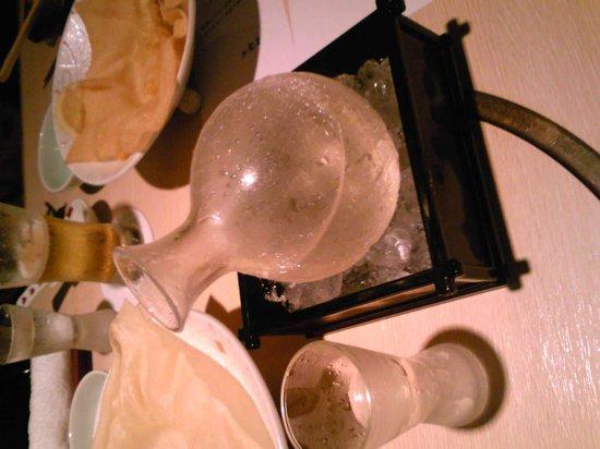 "Oriental Hotel Hiroshima : The sake served on ice at the restaurant ""Mitsuki"""