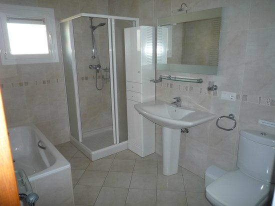Las Palmeras: Main bathroom upper level