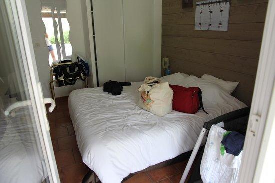 Hotel Mas des Salicornes: petite chambre