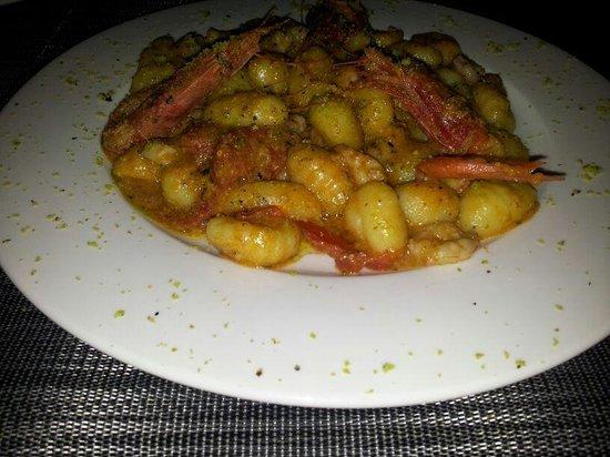 Ristorante Porthotel Calandra: gnocchi al pesto di pistacchio e gamberi rossi di Linosa.. sublimi!!!!