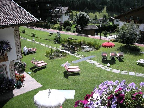 Hotel Welponer: Vista sul giardino