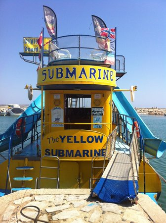 Yellow Submarine Boat Trip: The boat