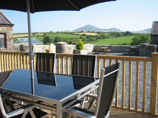 Hendre Barns: Delfryn - Decking / Seating Area with views of Yr Eifl