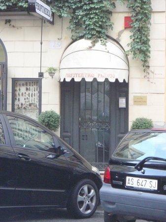 Anfiteatro Flavio: Front Door