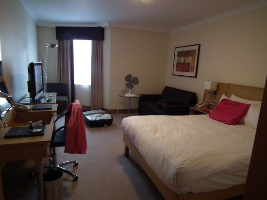 Hilton Manchester Airport : Bedroom from entrance