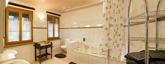 La Crisalide: Rubino bathroom