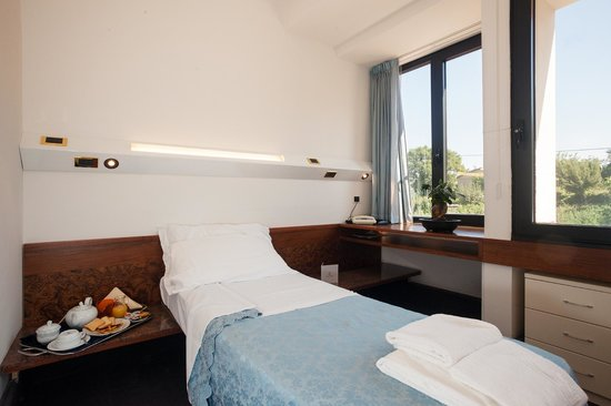 Camera letto singola - Foto di Hotel Tre Lanterne, Acquasanta ...