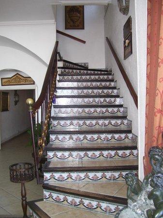 Hotel Cap Roig : escalier de la salle du petit déjeuner