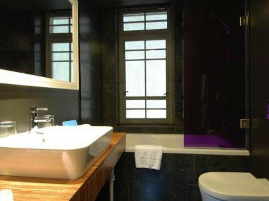 The ICON Hotel & Lounge: Bathroom