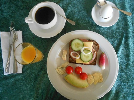 Hotel Svedskegyden: A great spread of cheeses, meats, vegetables and a soft boiled egg