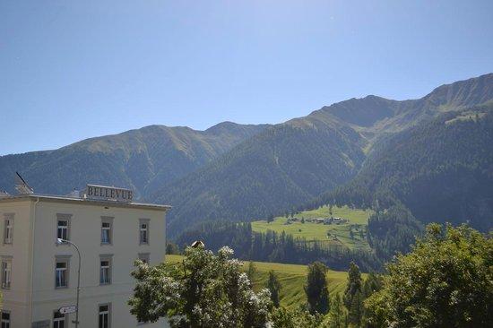 Hotel Restaurant Bellevue: Vom Dorf aus