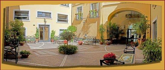 Le Cheminee Business Hotel : Corte