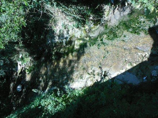 Agriturismo Antico Mulino dei Sibillini: fiume che scorre sotto la finestra!
