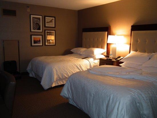 Sheraton Parsippany Hotel: Bedroom view 1