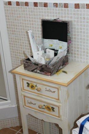 Albis Rooms: Non mancano Bagnoschiuma, Shampoo,Crema Corpo, spazzolino e dentifricio monouso, addirittura ras