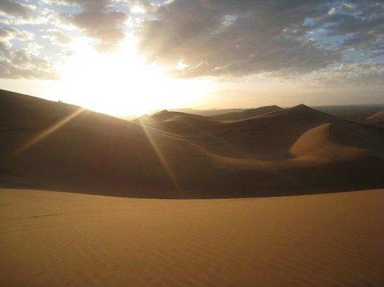 Explore Sahara Tours : Levé du soleil sur les dunes